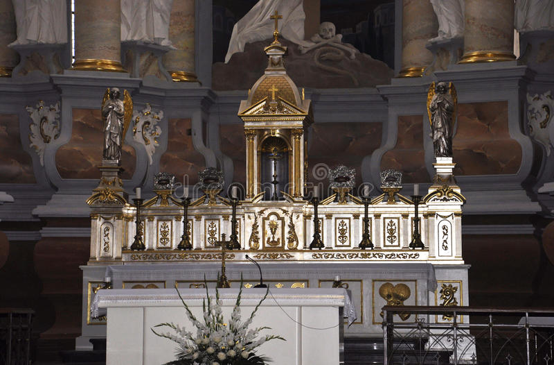 Kaunas 21,2014 augusti - Basillica St Peter e Paul, interno da Kaunas in Lituania fotografie stock libere da diritti