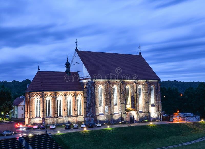 Kaunas, Litauen - 24. August 2017: Schöne Abendansicht über altes St George, welches die Märtyrer-Kirche steht stockbilder