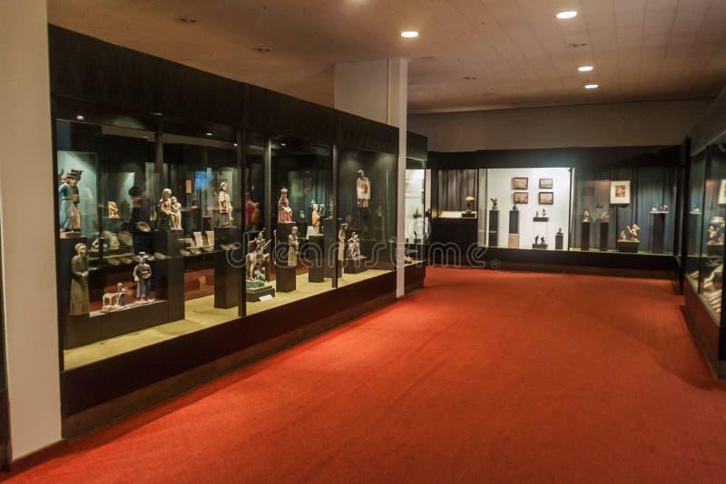 KAUNAS LITAUEN - AUGUSTI 17, 2016: Inre av jäkels museum i Kaunas, Lithuani royaltyfri fotografi