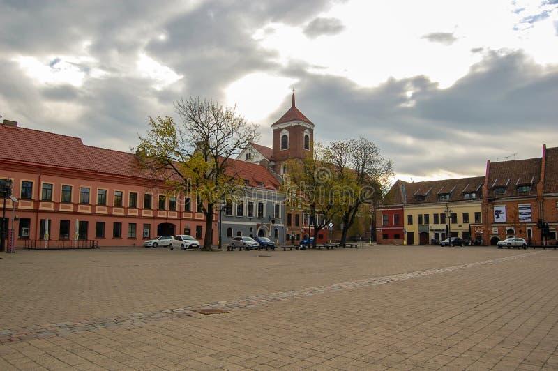 Kaunas Lithuania, 01 może 2017 Kaunas Stary miasteczko Rynek w wiosna czasie w wczesnym poranku obrazy royalty free