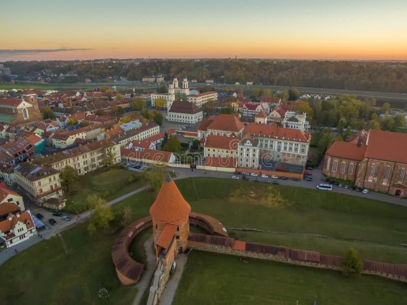 Kaunas, Lithuania: powietrzny odgórny widok stary miasteczko i kasztel obrazy stock