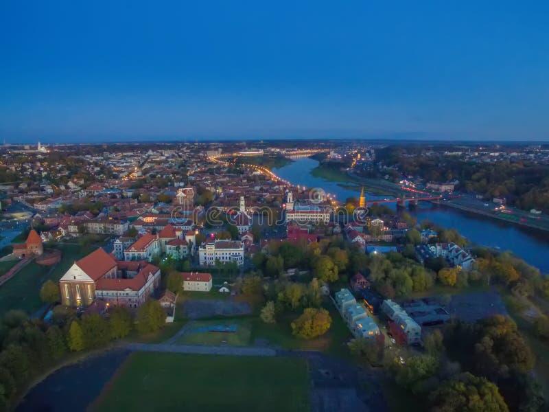 Kaunas, Lithuania: powietrzny odgórny widok stary miasteczko i kasztel zdjęcia stock