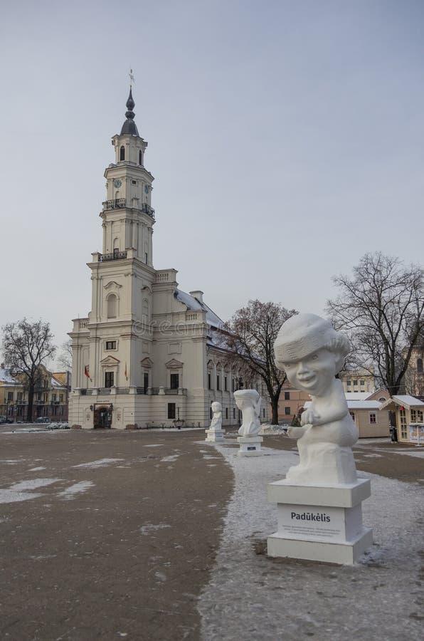 Kaunas Lithuania, Styczeń, - 3, 2016: Urząd miasta i urzędu miasta squ fotografia stock