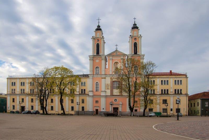 Kaunas, Litouwen, oude stad Stadsvierkant Kerk van St Francis Xavier sinds 1666 royalty-vrije stock fotografie
