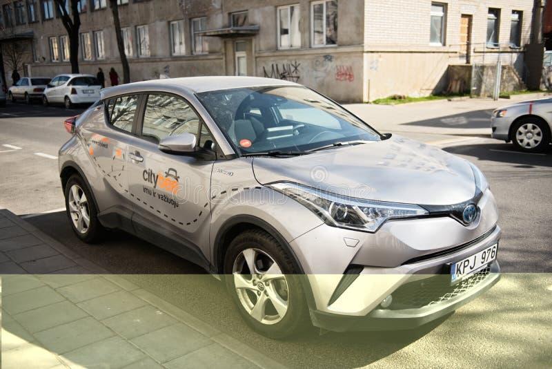 Kaunas, Lituânia, o 15 de abril de 2019: Grey Color Car With Logo Citybee na rua fotografia de stock royalty free