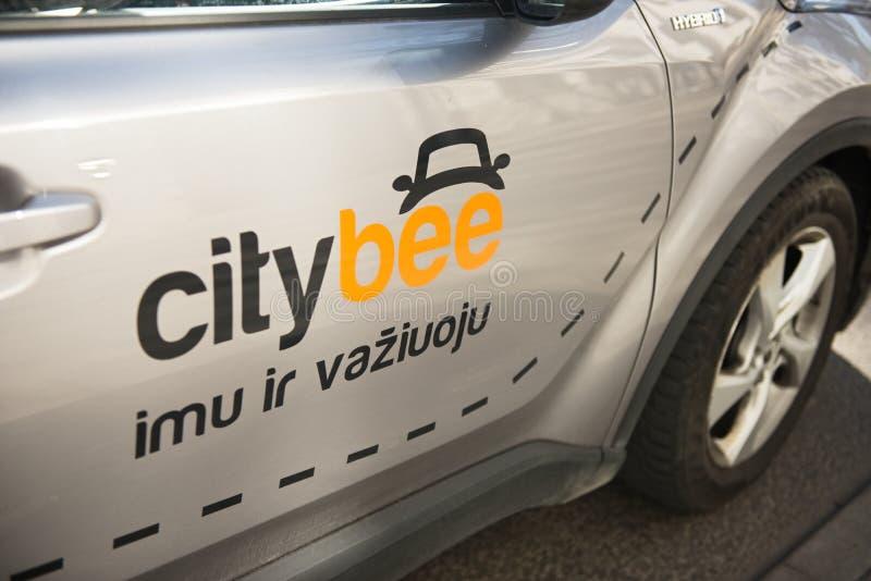 Kaunas, Lituânia, o 15 de abril de 2019: Grey Color Car With Logo Citybee na rua fotografia de stock