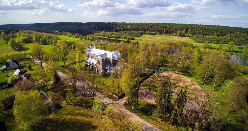 Kaunas region, flodNeris bank royaltyfria bilder