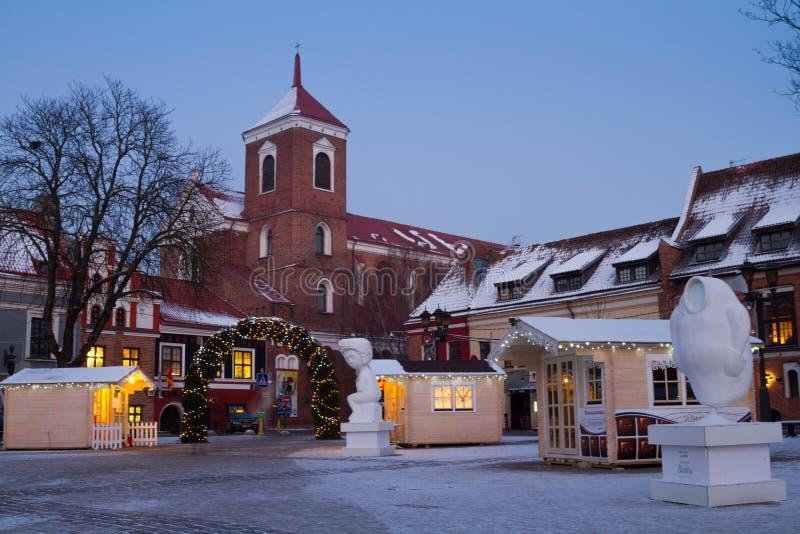 Kaunas urzędu miasta kwadrat w Bożenarodzeniowym czasie, Lithuania fotografia stock