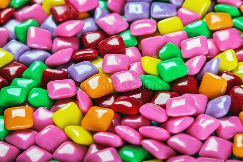 Kauwgom met verschillende kleurenachtergrond stock afbeelding