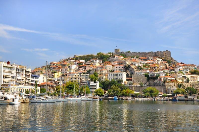 Kavala, Grecja - widok forteca na Panagia wzgórzu i antycznego miasteczka ścianie zdjęcie royalty free
