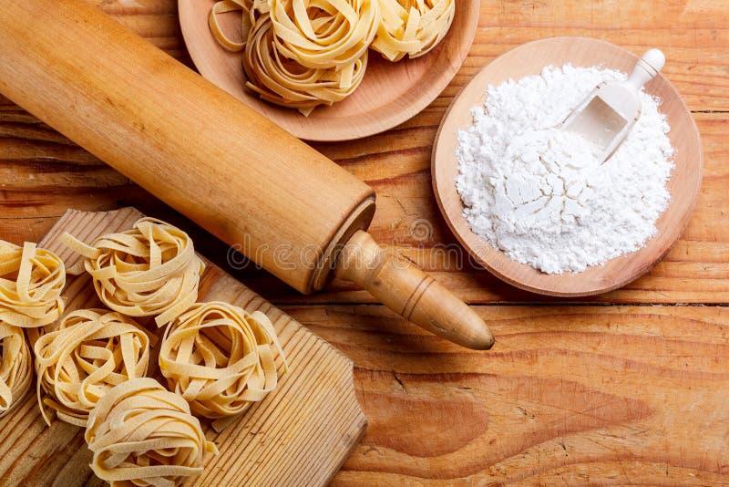 Kavel och pasta royaltyfri bild
