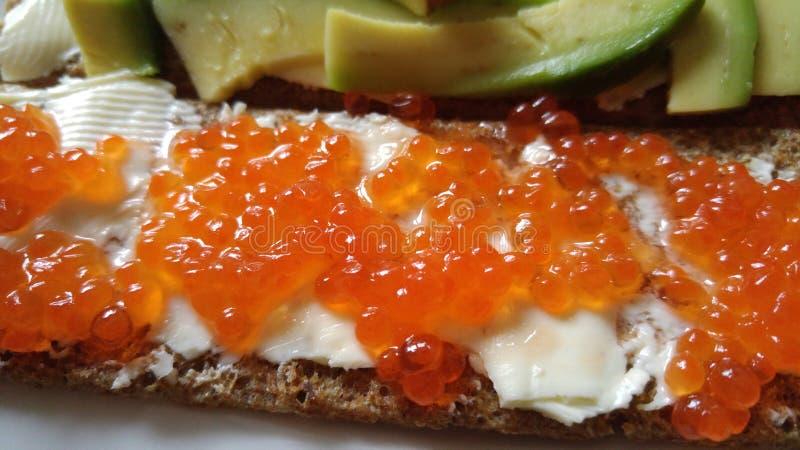 Kaviar auf Butter und Cracker lizenzfreie stockfotografie