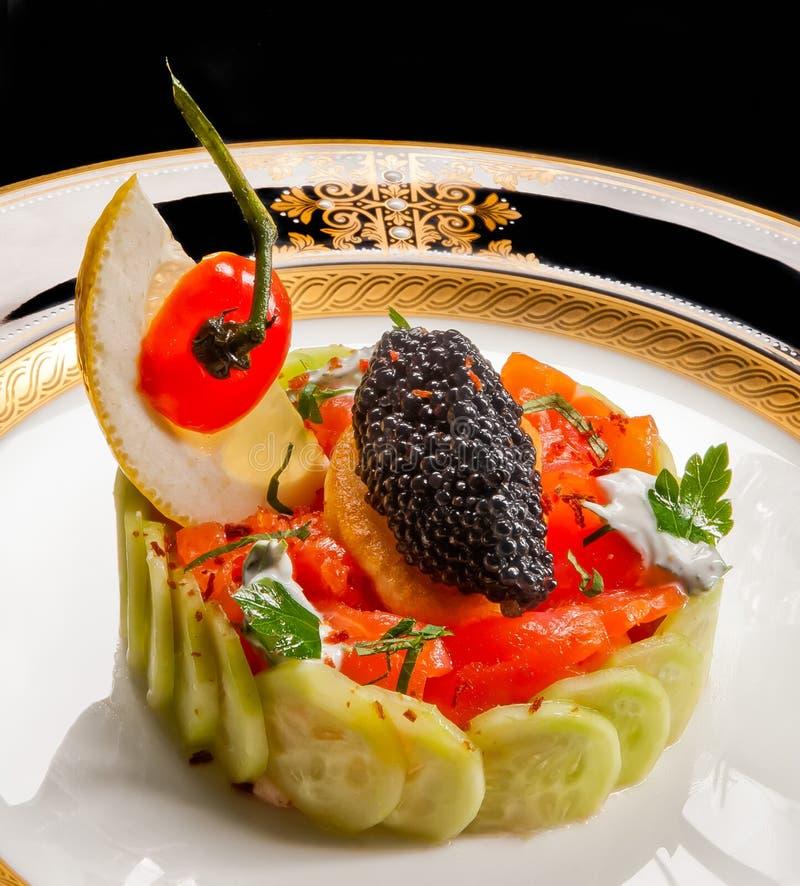 Kaviar und Salmon Salad stockfotos