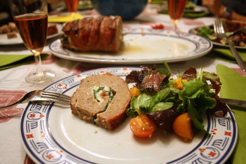 Kaviar und Tischdecke mit Pfannkuchen stockbilder