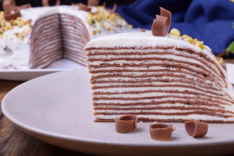 Kawałek czekoladowe krepy zasycha z kremowym serem obrazy stock