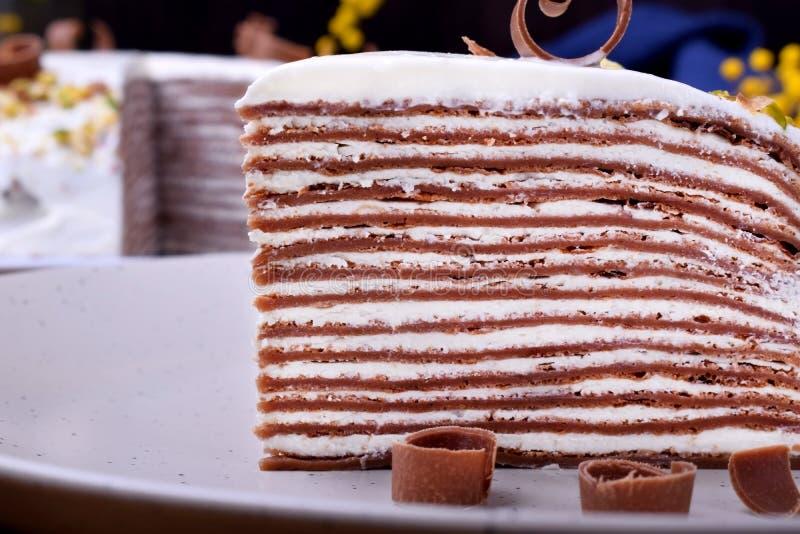 Kawałek czekoladowe krepy zasycha z kremowym serem obrazy royalty free