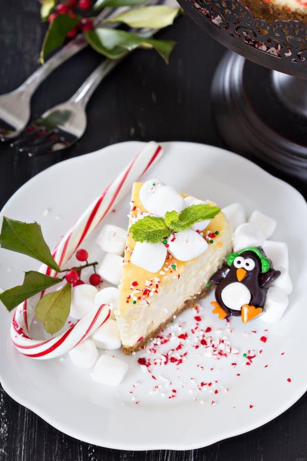 Kawałek dekorujący dla bożych narodzeń cheesecake obraz stock