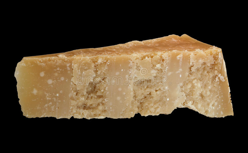 Kawałek Parmezański ser odizolowywał wszystko skupiających się zdjęcie stock