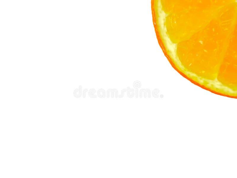 Kawałek pokrojona pomarańcze przy kątem na białym tle z kopii przestrzenią fotografia stock