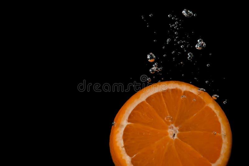 Kawałek pomarańcze z lotniczymi bąblami zdjęcie stock