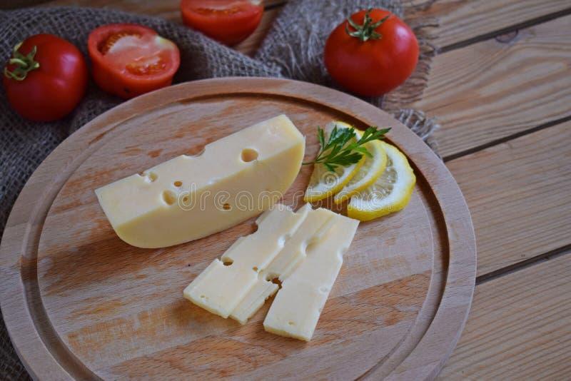 Kawałek ser i pomidory zdjęcia stock