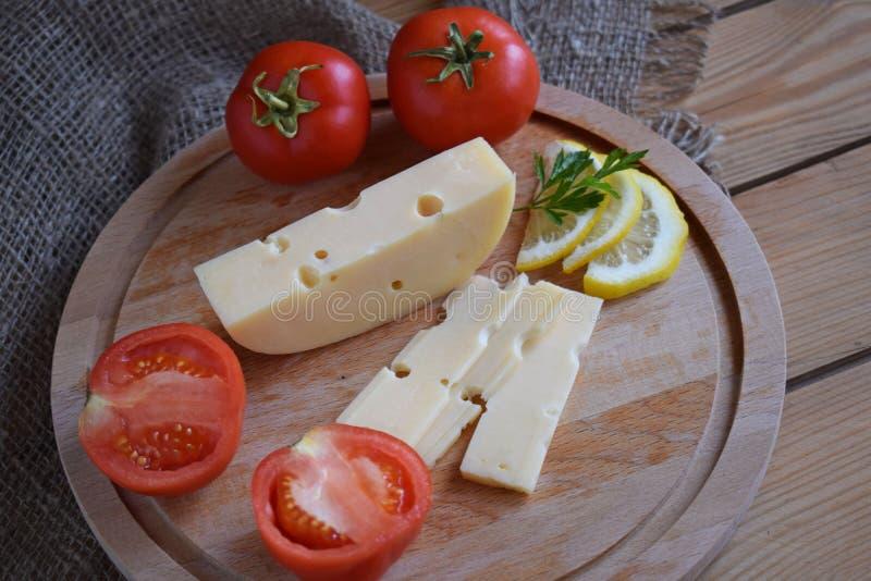 Kawałek ser i pomidory fotografia stock