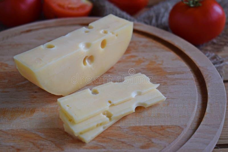 Kawałek ser i pomidory zdjęcie royalty free