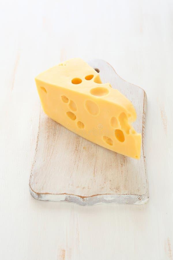 Kawałek serowy Maasdam fotografia stock