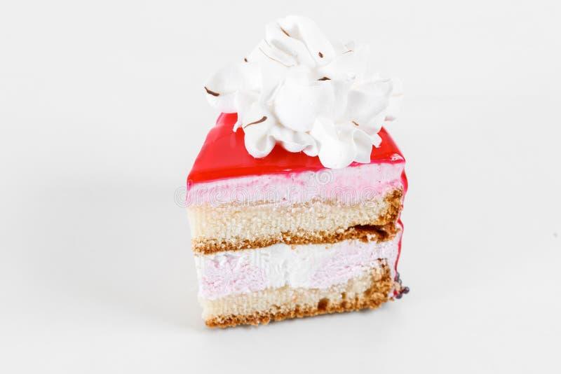 Kawałek tort Ablegruje gąbka tort z śmietankową śmietanką na talerzu Słodki jedzenie i deser z bliska zdjęcia stock