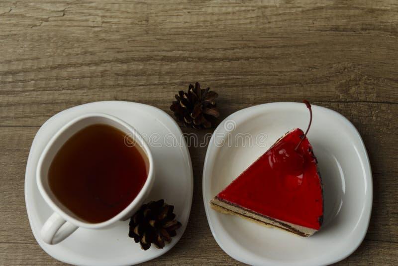 kawałek tort kłama na talerzu obrazy stock