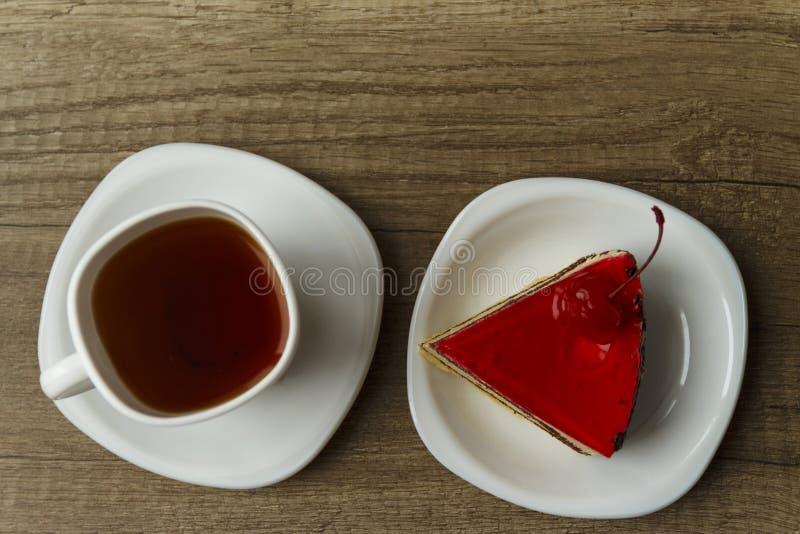 kawałek tort kłama na talerzu obraz stock