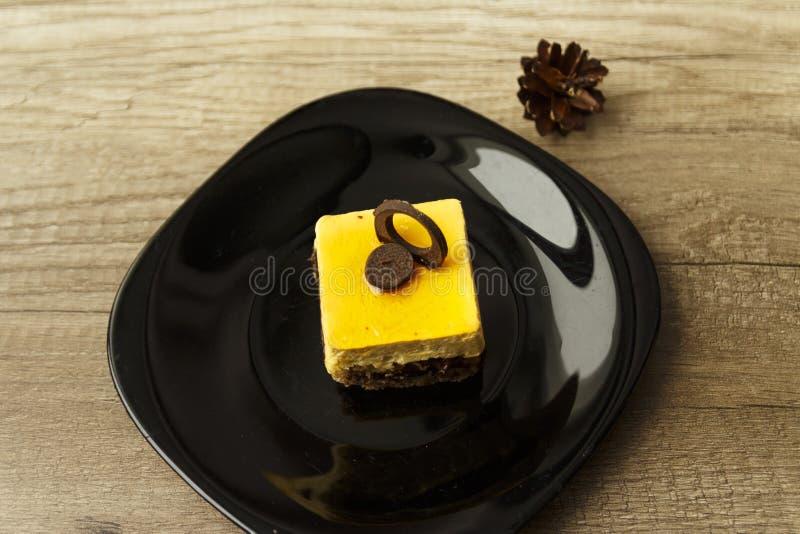 kawałek tort kłama na talerzu zdjęcia royalty free