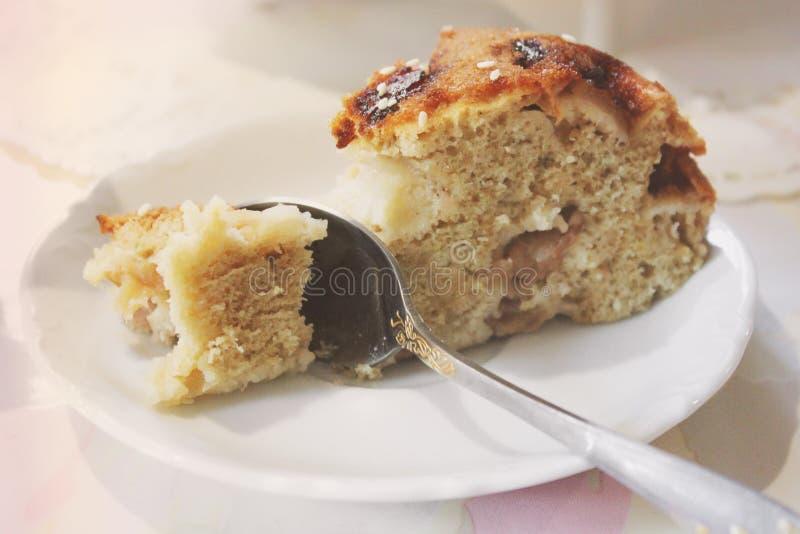 Kawałek tort na półkowym zakończeniu w górę zdjęcie stock