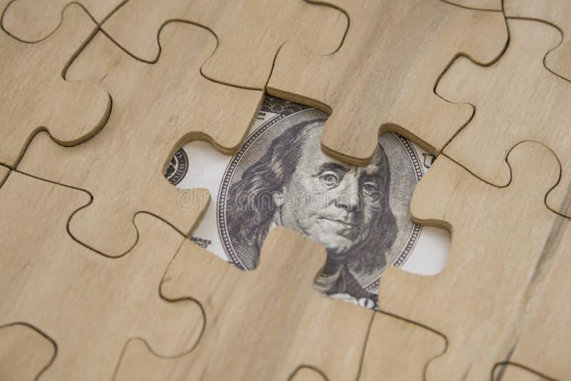 Kawałki łamigłówka i dolarowi rachunki zdjęcie royalty free