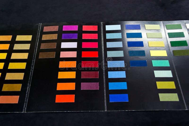 Kawałki miękka tekstylna tkanina różni kolory kleiący c zdjęcie royalty free
