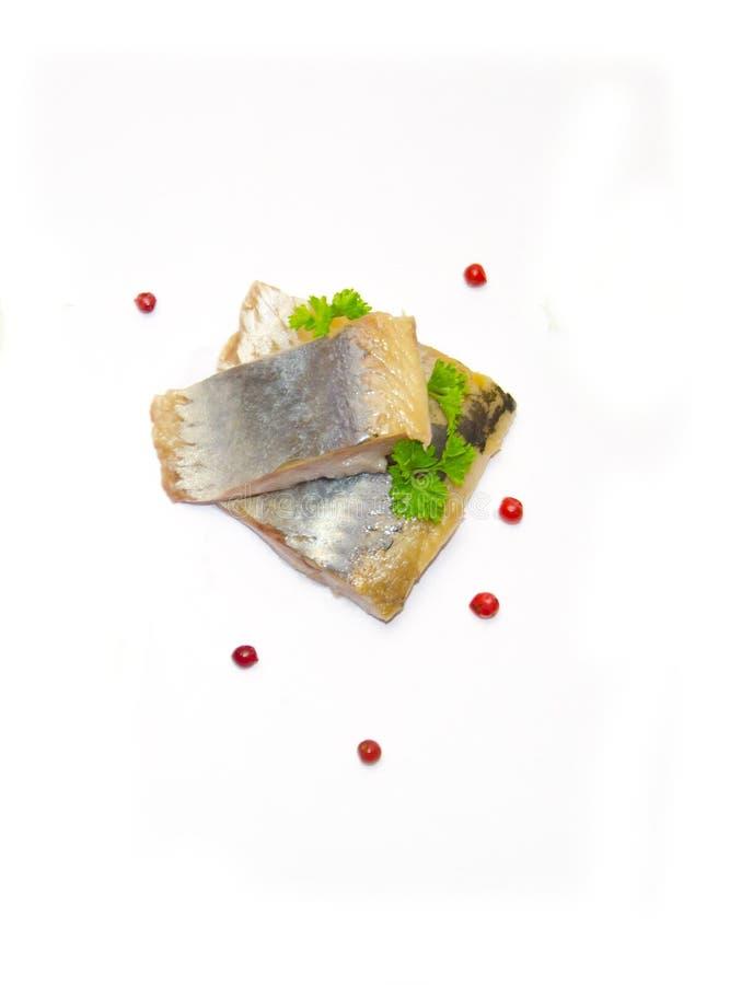 Kawałki ryba śledź i sprig grochy pietruszki i pieprzu zdjęcie royalty free