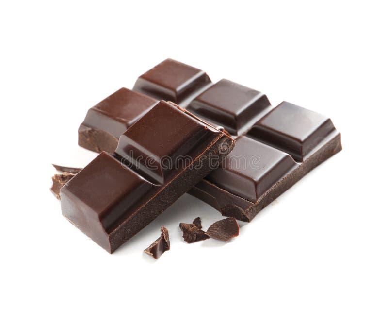 Kawałki smakowita ciemna czekolada na bielu zdjęcia royalty free