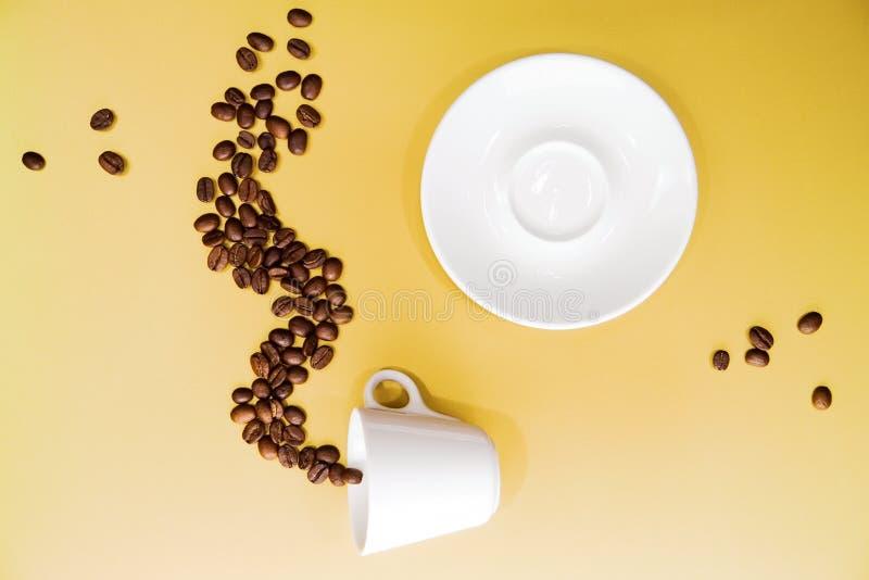 Download Kawa obraz stock. Obraz złożonej z napój, tło, spodeczek - 13333671