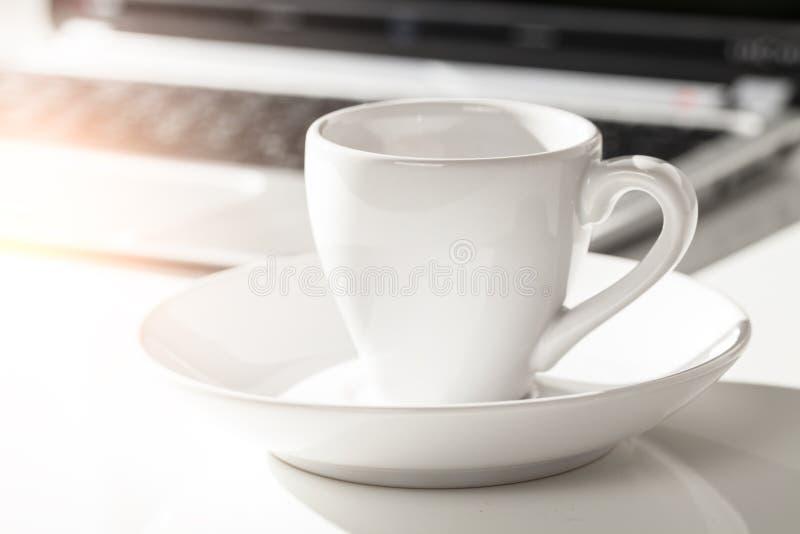 Kawa espresso i laptop zdjęcia stock