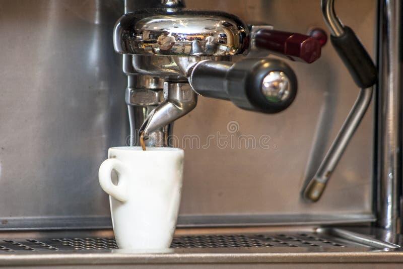 Kawa espresso robi maszynie zdjęcia stock