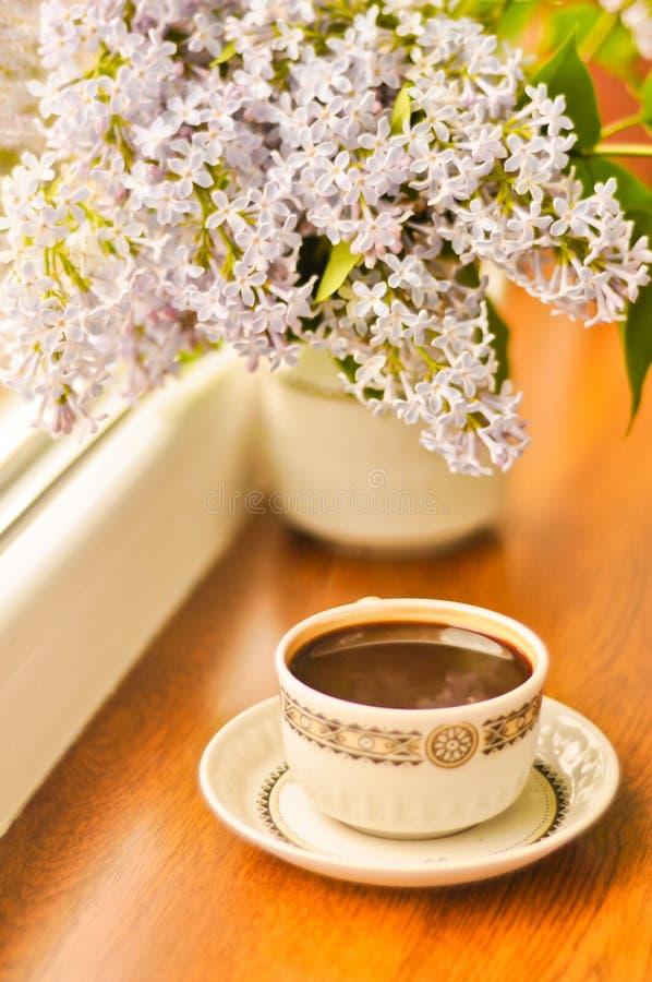 Kawa i bukiet bez obraz royalty free