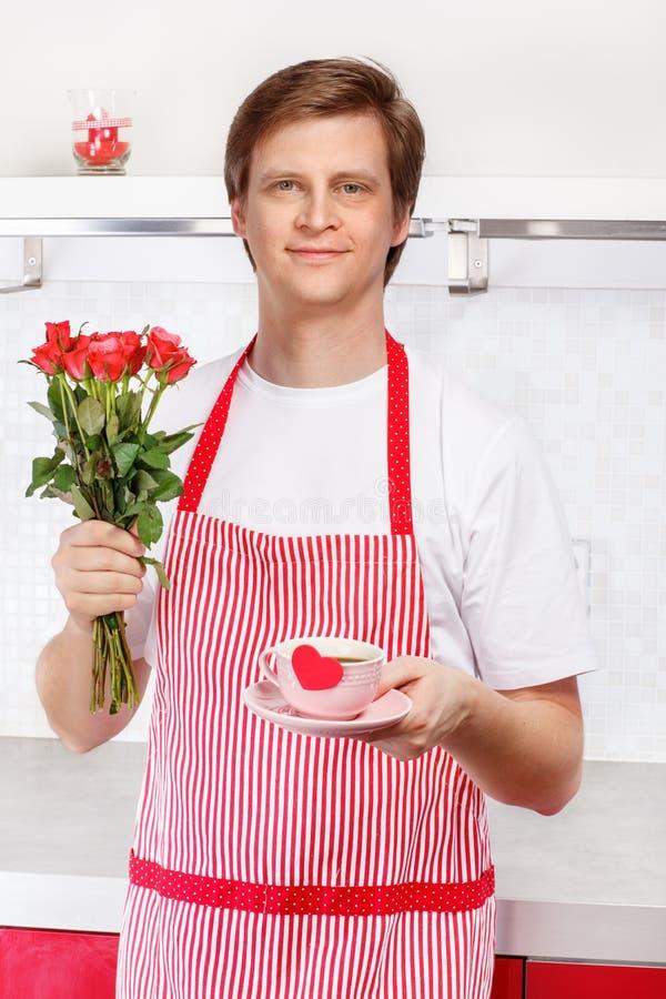 Download Kawa I Róże Dla Walentynka Dnia Zdjęcie Stock - Obraz złożonej z chef, ranek: 28951804