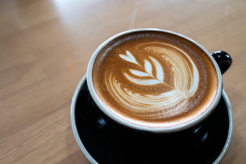 Kawa na drewnianym stole obrazy stock