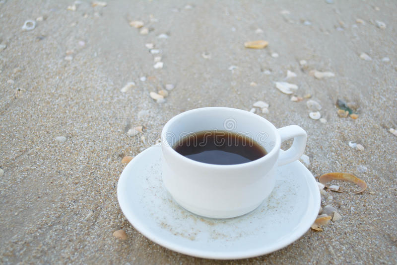 Kawa na plaży fotografia stock