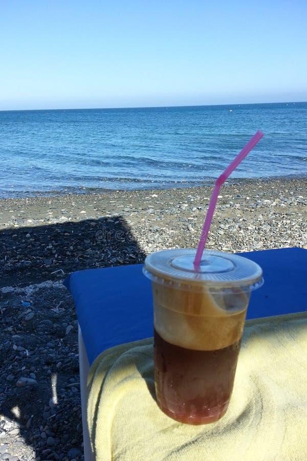 Kawa przy morzem zdjęcie royalty free