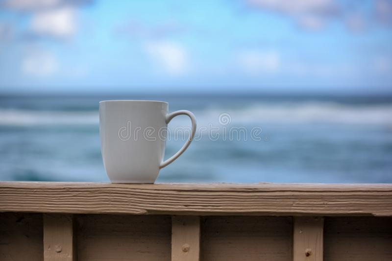 Kawa przy plażą obraz royalty free