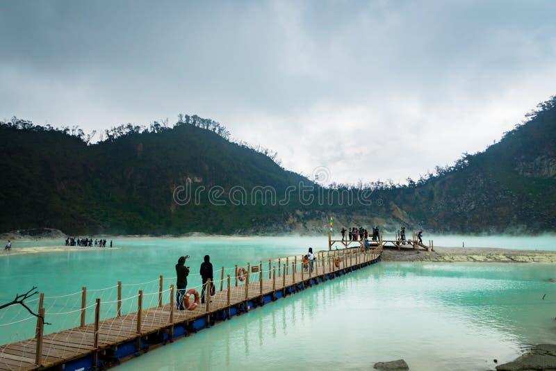 Kawa Putih vit krater` för ` i Bandung, västra Java, Indonesien royaltyfria foton