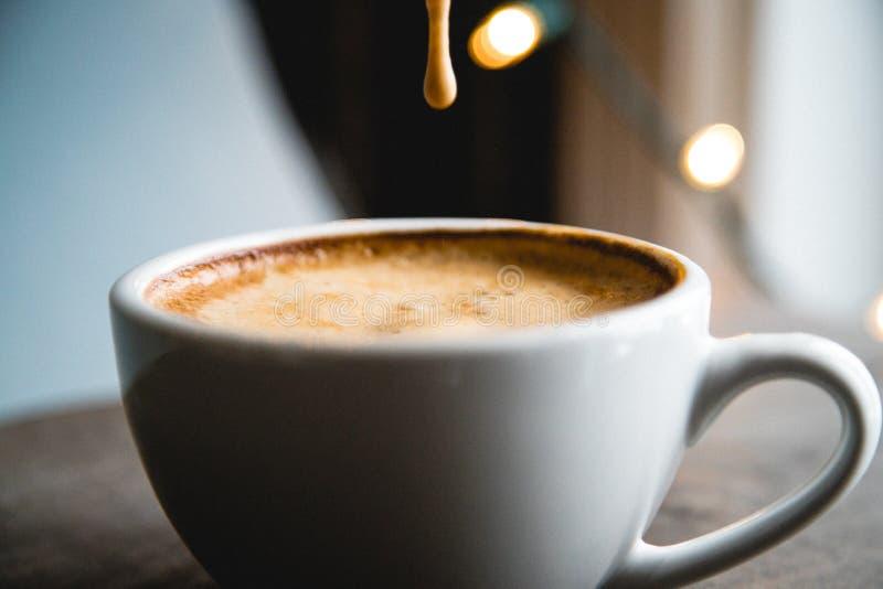Kawa spienia opadowego zwolnione tempo obraz royalty free