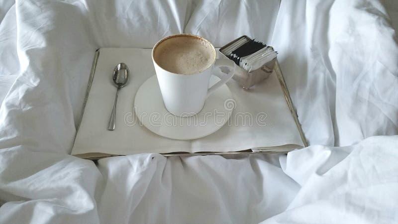 Kawa w łóżku obrazy royalty free