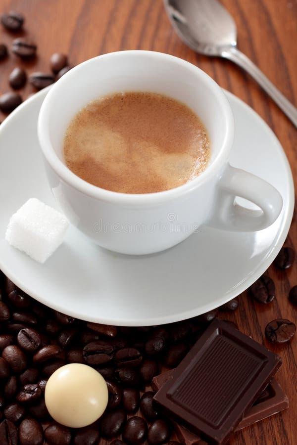 Kawa w filiżance na stole obrazy stock